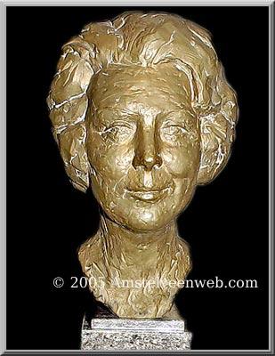 Beatrix beeldPieter de Monchy