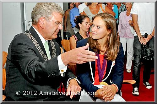Kelly Jonker ontvangt  Koninklijke Onderscheiding