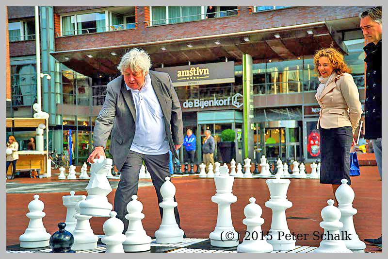 Jan Timman en Hans Böhm schaken op Stadsplein, Amstelveen
