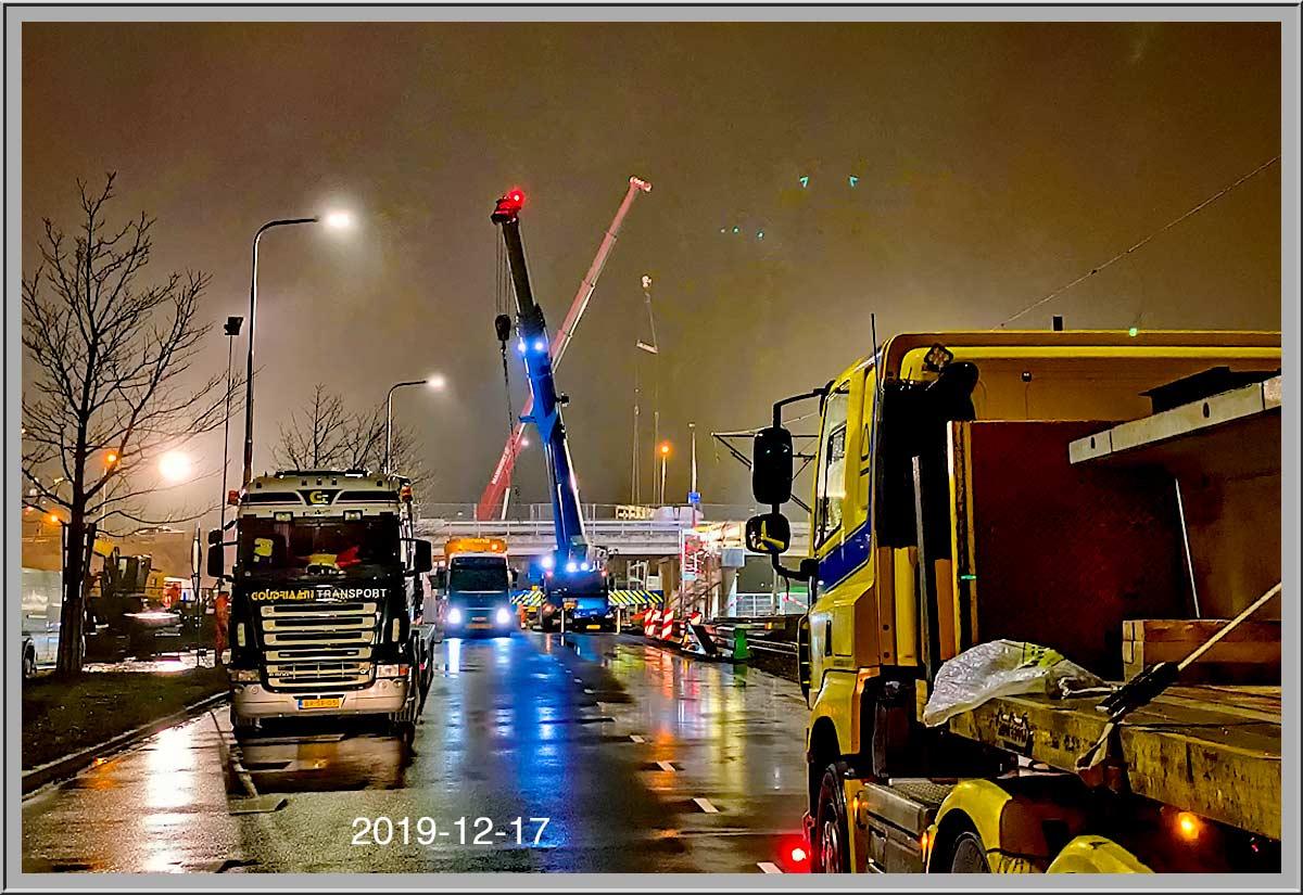 Wegdek viaduct Ouderkerkerlaanis gelegd
